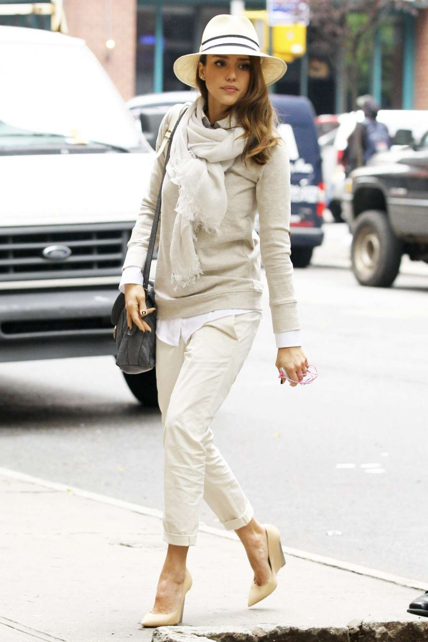 Jessica-Alba-Candids-in-New-York-03-860x1289 Star à New York : Jessica ALBA