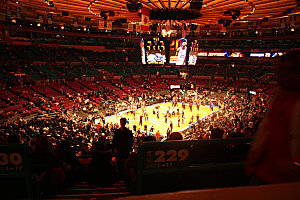 REPERTOIRE-3-1099 Match de NBA au Madison Square Garden