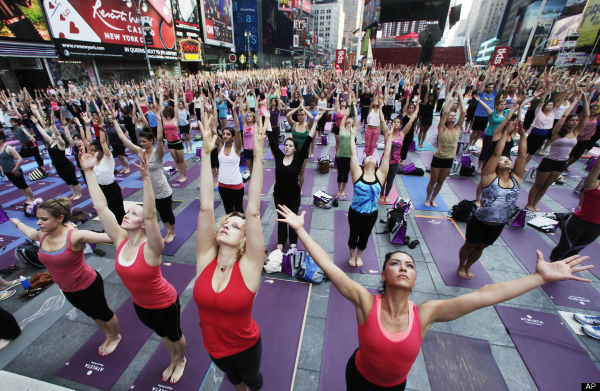 slide_233938_1121019_free New York et son yoga géant à Times Square