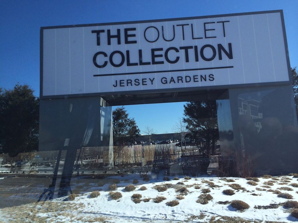 jersey gardens un outlet pr s de new york. Black Bedroom Furniture Sets. Home Design Ideas