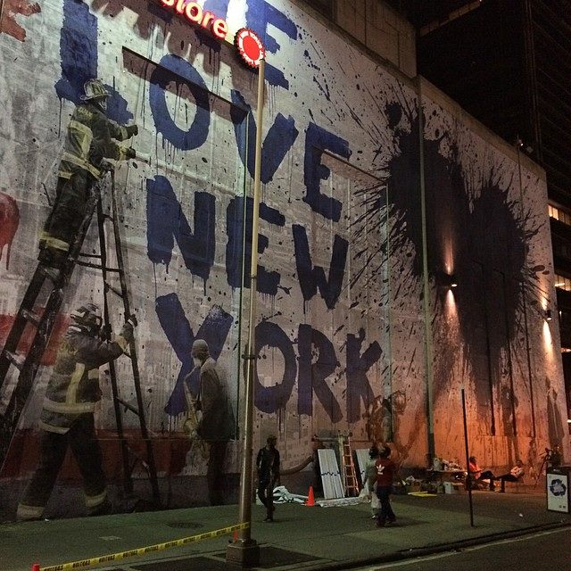 10626678_10152626920340358_1940702100313133597_n La collaboration de Mr Brainwash et Century 21 en hommage au 9/11