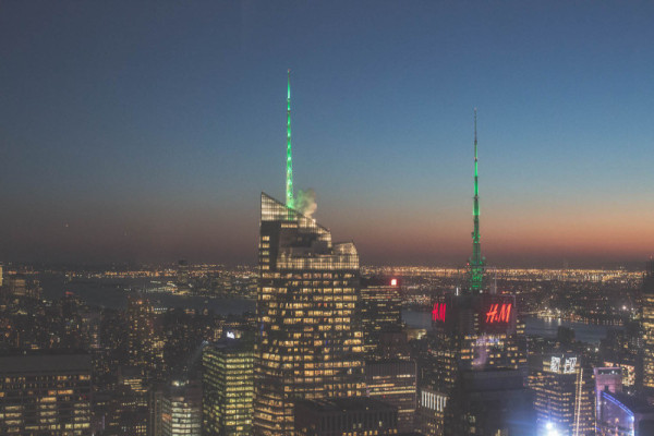 top-of-the-rock-nuit-new-york-rockefeller-center-800x533