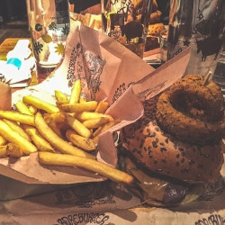 manger-un-burger-bio-new-york-bare-burger-46th-street 2