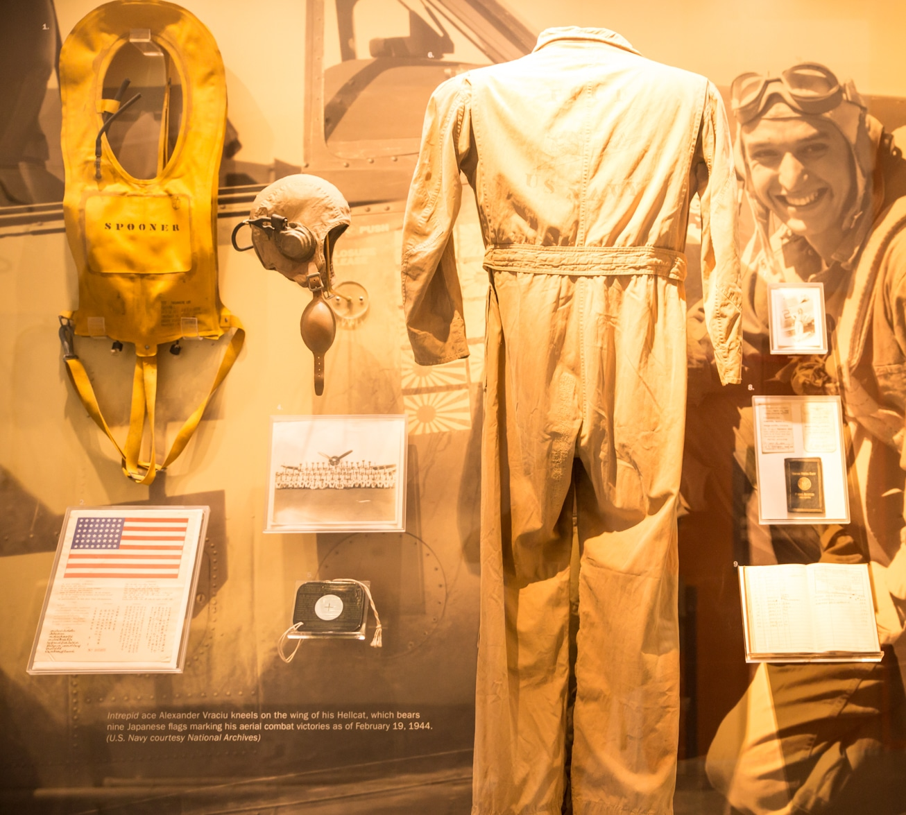 intrepid-sea-air-museum-new-york-tenue-officier-blog-voyage Un voyage interactif dans l'histoire du musée flottant Intrepid Sea Air Space (New York City Pass)
