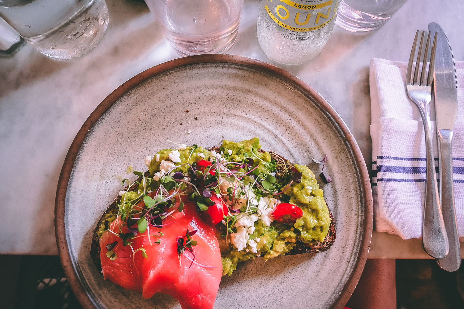 avocado-smash-blue-stone-lane-coffee-collective- Manger dans le West Village un brunch healthy à Bluestone Lane